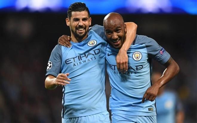 Delph, celebrando su gol con Nolito