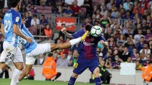 El líder FC Barcelona ganó al colista Málaga (2-0)