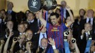 Barcelona\'s midfielder Xavi Hernandez (R) raises the Spanish King\'s cup at the end of the Spanish King\'s Cup final football match between Athletic Bilbao and Barcelona, at the Vicente Calderon stadium in Madrid on May 25, 2012. Barcelona defeated Athletic Bilbao 3-0. AFP PHOTO/ RAFA RIVAS