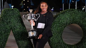 Serena Williams posó con el trofeo
