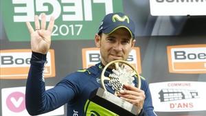 Un exultante Alejandro Valverde celebra su cuarto triunfo en Lieja