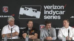 Fernando Alonso respondiendo a las preguntas de los periodistas