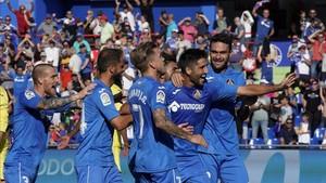 Los jugadores del Getafe celebran el tercer gol, de Markel Bergara