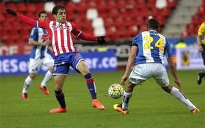 Carlos Castro marcó los dos goles del Sporting