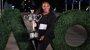 Serena Williams posó con el trofeo