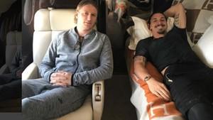 Ibrahimovic, en el vuelo de regreso a Europa