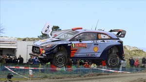 Dani Sordo vuela en uno de los tramos del Rally de Portugal