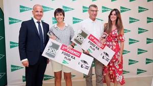 Los ganadores de Peralada, recogiendo el premio de campeones