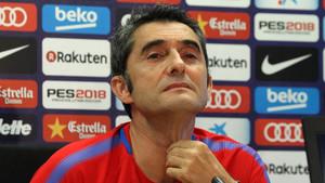 Valverde, pensativo en rueda de prensa