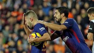 A Jordi Alba le lanzaron objetos tras marcar el gol