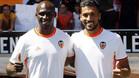 Mangala y Garay hicieron las delicias de la afición del Valencia