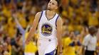 Stephen Curry sigue mostrando sus genialidades