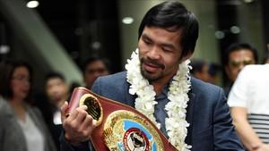 Pacquiao con su título mundial de peso welter