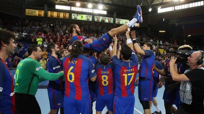 Noddesbo fue manteado después del partido ante el bada Huesca