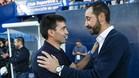 Asier Garitano, técnico del Leganés, saluda a Pablo Machín antes del encuentro