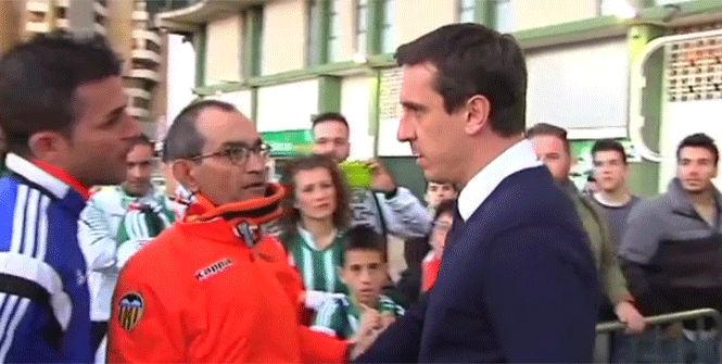 """La afici�n del Valencia, a Neville: \""""No te pued"""