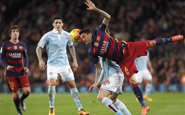 Alves tuvo problemas para mantener el orden en la primera parte