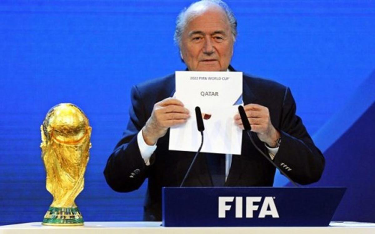 Blatter reconoce el uso de bolas calientes en sorteos de la UEFA