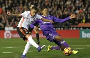 Varane acabó lesionado en Valencia