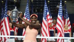 Stephens, con el trofeo de campeona del US Open