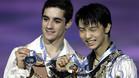 Fernández y Hanyu, con sus respectivas medallas