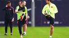 Iniesta da la bienvenida a Luis Suárez a su nuevo 'club'