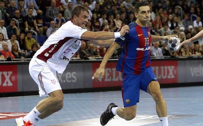 Momir Ilic trata de frenar a un Kiril Lazarov que fue muy superior a �l
