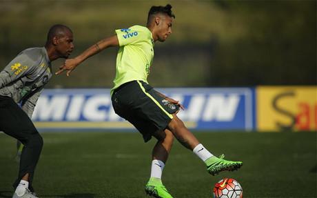 Neymar tuvo que abandonar el entrenamiento de Brasil