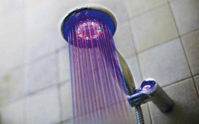 El tel fono de ducha de leds del bar a for Telefono de ducha