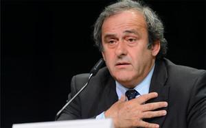 Platini desveló su voluntad de retirarse de la carrera por la presidencia de la FIFA