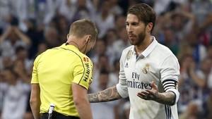 Sergio Ramos asegura que no tocó a Messi en su expulsión