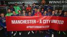 La pancarta mostrada por la plantilla del Manchester United