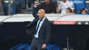 Zinedine Zidane se volvió a desesperar en el banquillo del Santiago Bernabéu