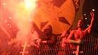 Aficionados alemanes con bengalas durante el partido disputado en Varsovia