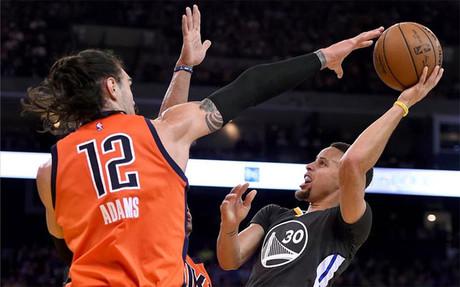 Curry logr� 26 puntos