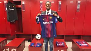 Nelson Semedo ya ha visitado el santuario del Camp Nou, el vestuario