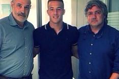 Rodrigo Tar�n y Andoni Zubizarreta en las oficinas blaugrana para firmar el nuevo contrato