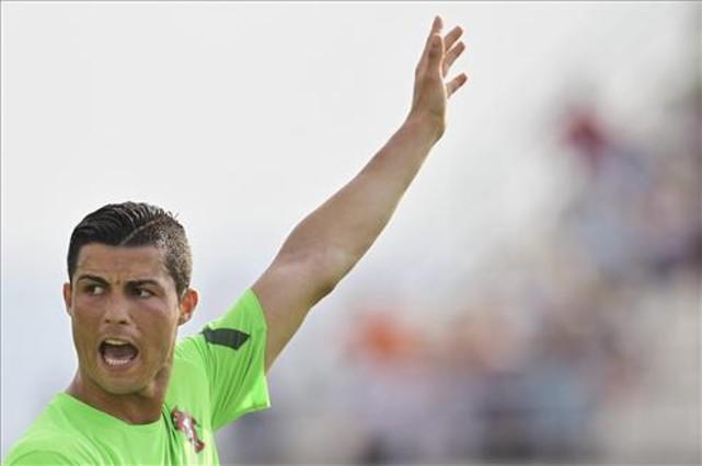 Liga Europa  - Euro 2012: Kejam! Ronaldo tolak anak berbaju Barca