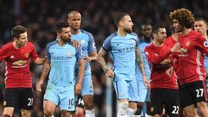 El primer derby de Manchester llega con polémica