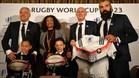 Los hijos de Lomu, de 7 y 8 años, en la presentación de la candidatura francesa al Mundial