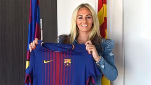 Toni Duggan, posando con la camiseta del Barça