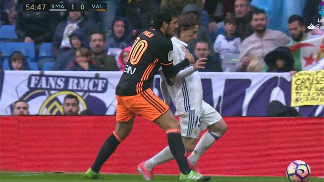 Gil Manzano se inventa otra penalty a favor del Real Madrid