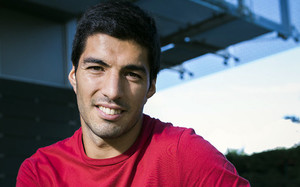 Suárez es el protagonista de la portada de la Revista Barça