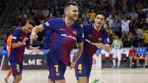 Dyego celebra uno de sus goles en el partido