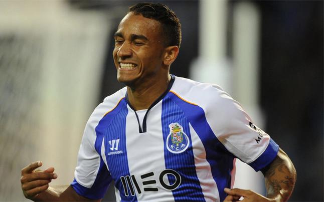 Danilo, n�mero uno en la lista de posibles sustitutos de Alves