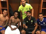 Diego Costa, junto a algunos de sus compa�eros