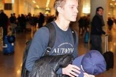 Martin Odegaard a su llegada al aeropuerto de Barcelona este viernes