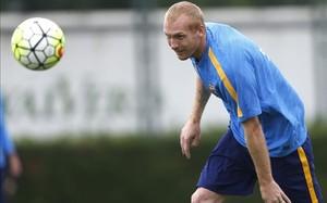Mathieu, en un entrenamiento con el Barça
