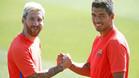 Messi y Su�rez ya calientan su propio derbi