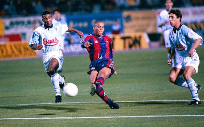 Ronaldo maravill� al mundo hace 20 a�os con un gol hist�rico en el Multiusos de San L�zaro